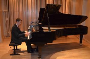 William performing Mendelssohn's Variations Serieses Op. 54 for the live audience.